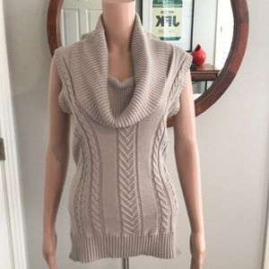 BCBG sleeveless Sweater Top Size S
